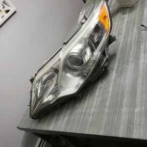TOYOTA CAMRY Drivers side Headlight (2012 -2014) Camrys L Le ,XLE, and Hybrid for Sale in Providence, RI