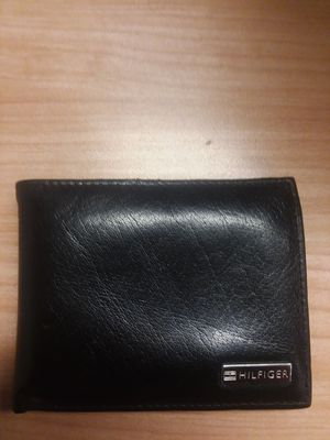 Tommy Hilfiger leather wallet for Sale in Cleveland, OH