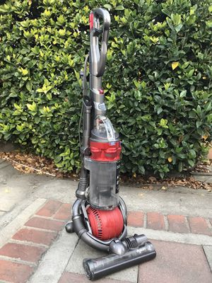 Dyson DC25 bagless vacuum cleaner for Sale in Alhambra, CA