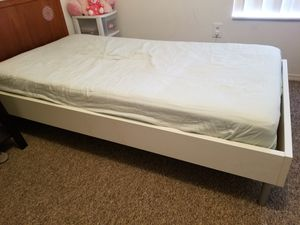 Twin bed and mattress free for Sale in Lawrenceville, GA