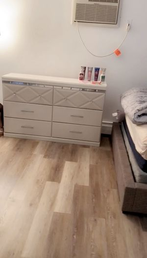 2 dressers and a queen size bed with box spring PICK UP ONLY NO CHECKS for Sale in East Orange, NJ