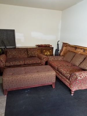 I sell this nice set of sofas includes the footrest for Sale in Sudley Springs, VA