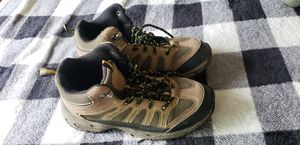 Size 5 woman's hiking boots for Sale in Upland, CA