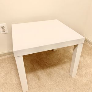 Contemporary/Modern Glossy Wood Side Table for Sale in Alexandria, VA
