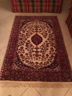 Hand tufted 4x6 area rug for Sale in Boca Raton, FL