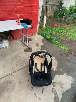 BabyTrend CarSeat - Organic Birch for Sale in Allentown, PA
