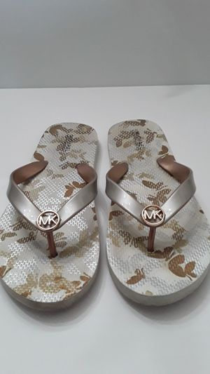 Michael kors sz7 for Sale in Fort Myers, FL