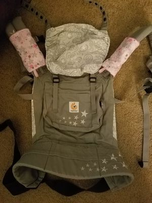 Ergo baby carrier with custom suck pads for Sale in Tampa, FL