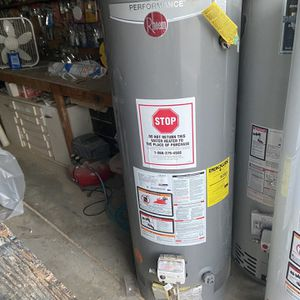 50 Gallon Natural Gas Water Heater for Sale in Apple Valley, CA