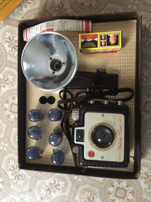 Brownie, Kodak Holiday Flash Outfit Camera, Vintage camera, for Sale in Greensburg, PA