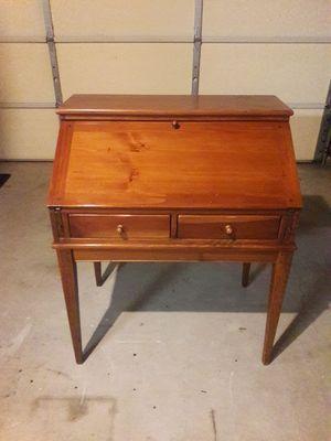 Ethan Allen Vintage Desk for Sale in Anaheim, CA
