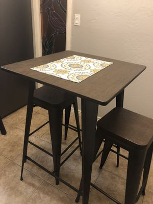 Faux wood Pub Table with stools for Sale in Phoenix, AZ