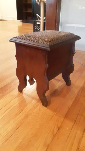 Antique foot stool for Sale in New Haven, CT