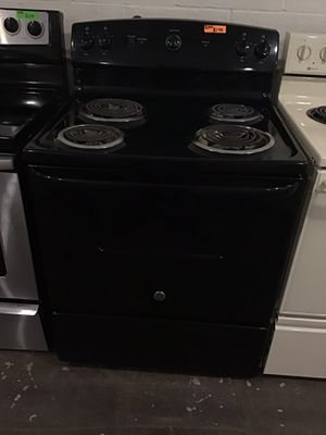 Ge coil top electric stove for Sale in Lexington, NC