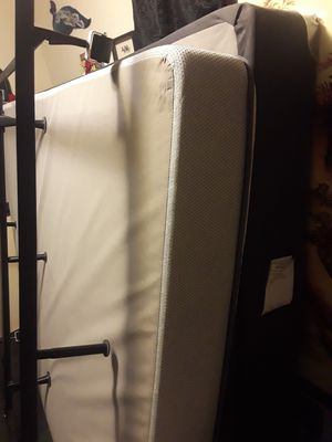 Queen size bed for Sale in Maple Valley, WA