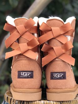 UGG Bailey Bow II boots Size 8 for Sale in Seagoville,  TX