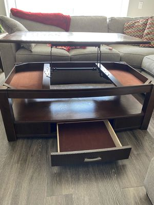 Wood Living Room Coffee Table for Sale in Fort Lauderdale, FL