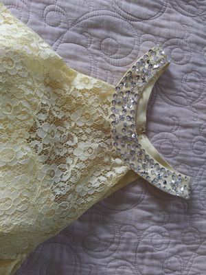 Beautiful Yellow Prom Dress Never Use size Mediun for Sale in Winter Haven, FL