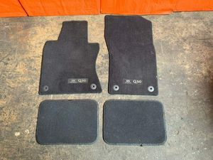 OEM 2018 18 INFINITI Q50 - FLOOR MAT SET - BLACK IN COLOR - REAR MATS AFTERMARKT for Sale in Miami Gardens, FL