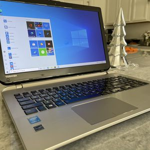 Laptop Toshiba Satellite S55B Like New for Sale in Jacksonville, FL