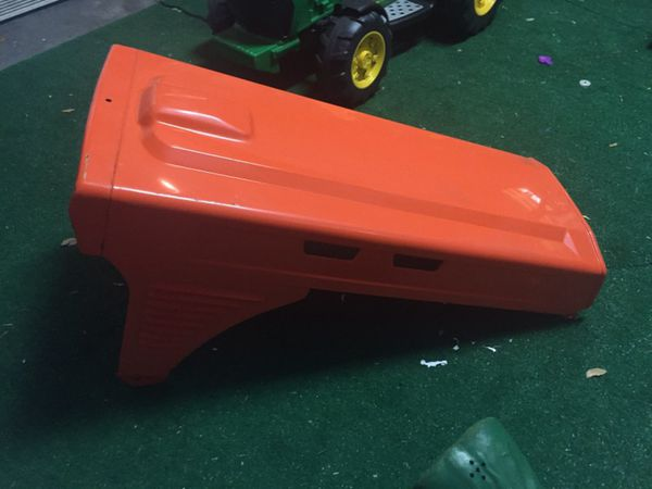 Kubota B7100 tractor hood for Sale in Plant City, FL - OfferUp