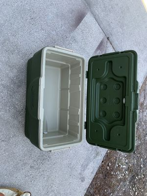 Coleman cooler for Sale in Kissimmee, FL