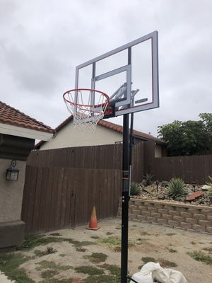 """New Basketball Hoop Lifetime Brand 50"""" and Stand for Sale in Vista, CA"""