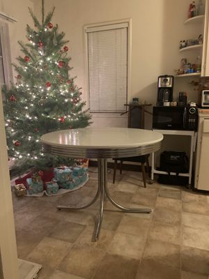 Round table and chairs for Sale in San Jose, CA