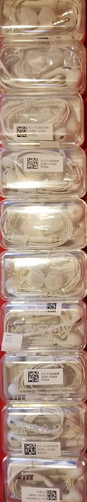Skullcandy Samsung JVC Apple iPhone earbuds headphones ear bud many different types of Earbuds available Bz1 for Sale in March Air Reserve Base, CA