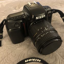 Mint Condition Nikon Camera With Lens📷 for Sale in Las Vegas,  NV