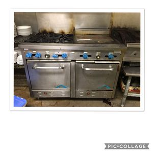 Commercial propane double oven with built in griddle. Castle brand. for Sale in Owensville, MO