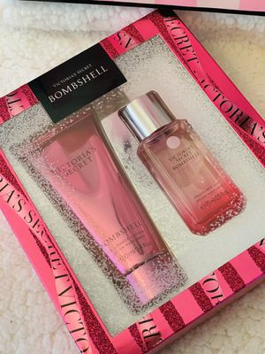 New VICTORIA SECRET BOMBSHELL BODY LOTION & BODY MIST SET $$$25 firm on price pick up only for Sale in Fontana, CA