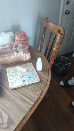 Kitchen table and chairs for Sale in Columbus, OH
