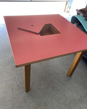 """Great Table for Kids with Toys & School Supplies Storage!! 32"""" by 32 """" 24"""" H for Sale in Moreno Valley, CA"""