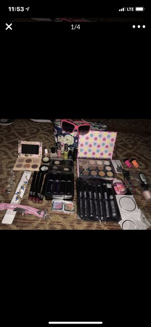 Makeup huddle for Sale in Tacoma, WA