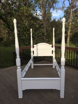 White Twin 4 Poster Bed for Sale in Dade City, FL