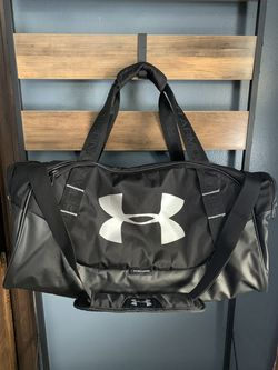LIKE NEW! Unisex Under Armour Undeniable Duffle Gym Bag Graphite/Silver for Sale in Wauwatosa,  WI