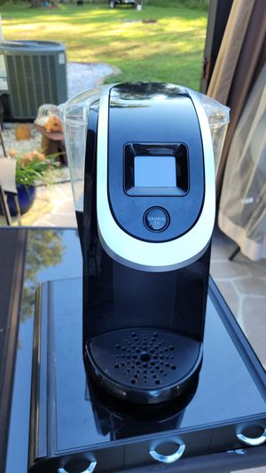 Keurig 2.0 coffee maker with pod holder for Sale in Summerfield, FL