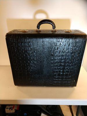Vintage Alligator Luggage for Sale in Fort Washington, MD