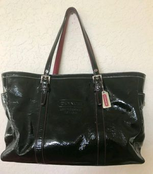 Gorgeous Coach patent leather and HOT pink for Sale in Hollywood, FL