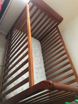 Baby Crib (with mattress) for Sale in Phoenix, AZ