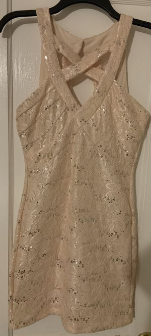 Light pink silver sequel dress, Never worn size M for Sale in Corapeake, NC