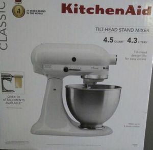 Kitchen aid mixer by kitchenaid white color mixer 4.5 qt for Sale in Gardena, CA