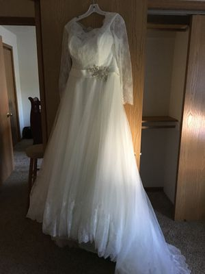 Wedding dress & vail size 14 for Sale in Tea, SD