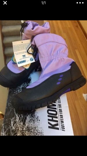 New Khombu snow boots for girls size 3 for Sale in Richmond, VA