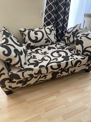 Beautiful futon for Sale in Moreno Valley, CA
