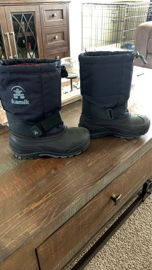 Boys winter boots size 2 for Sale in Pekin, IL