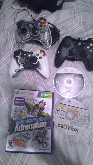 3 Xbox 360 controllers w 3 games for Sale in Fresno, CA