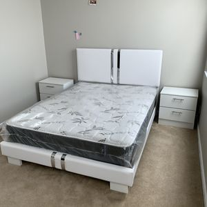 New white 4 pieces bedroom set FREE DELIVERY and installation. Bed frame, mattress, 2 night stands for Sale in Davie, FL