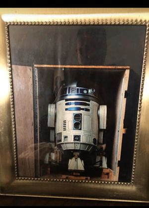 PICTURE OF RD2 BEING SHIP TO STAR WARS MOVIE SET for Sale in Fresno, CA